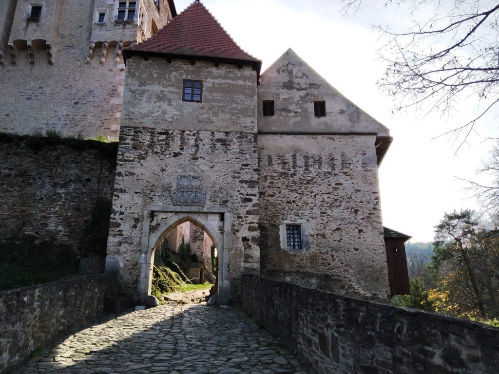 Brána na hrad Pernštejn